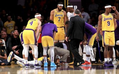 Lakers overwhelm Knicks 117-87; loses Davis due to injury