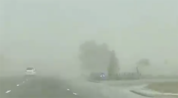 WATCH: Motorists urged to drive safely as sandstorm covers parts of UAE