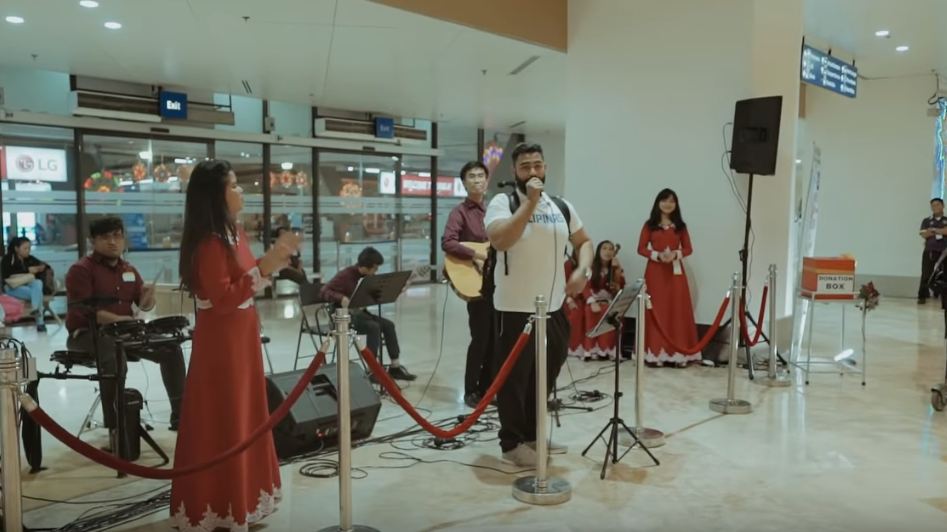 WATCH: Filipino-Emirati covers 'Buwan' in airport