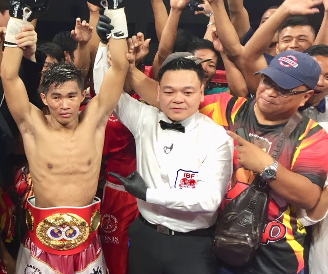 Filipino boxer defends IBF minimum weight championship title