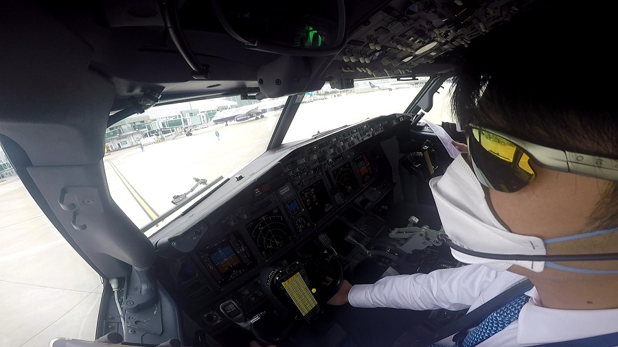 Hero pilot flies stranded passengers from Manila to China amid coronavirus scare