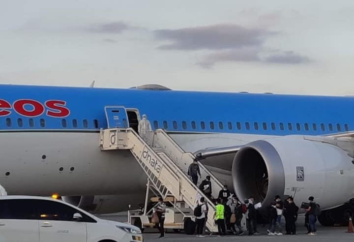 DFA: 370 Filipino crew from Italy arrive in Manila