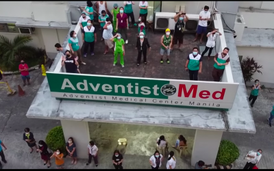 WATCH: Condo residents pay tribute to hospital workers