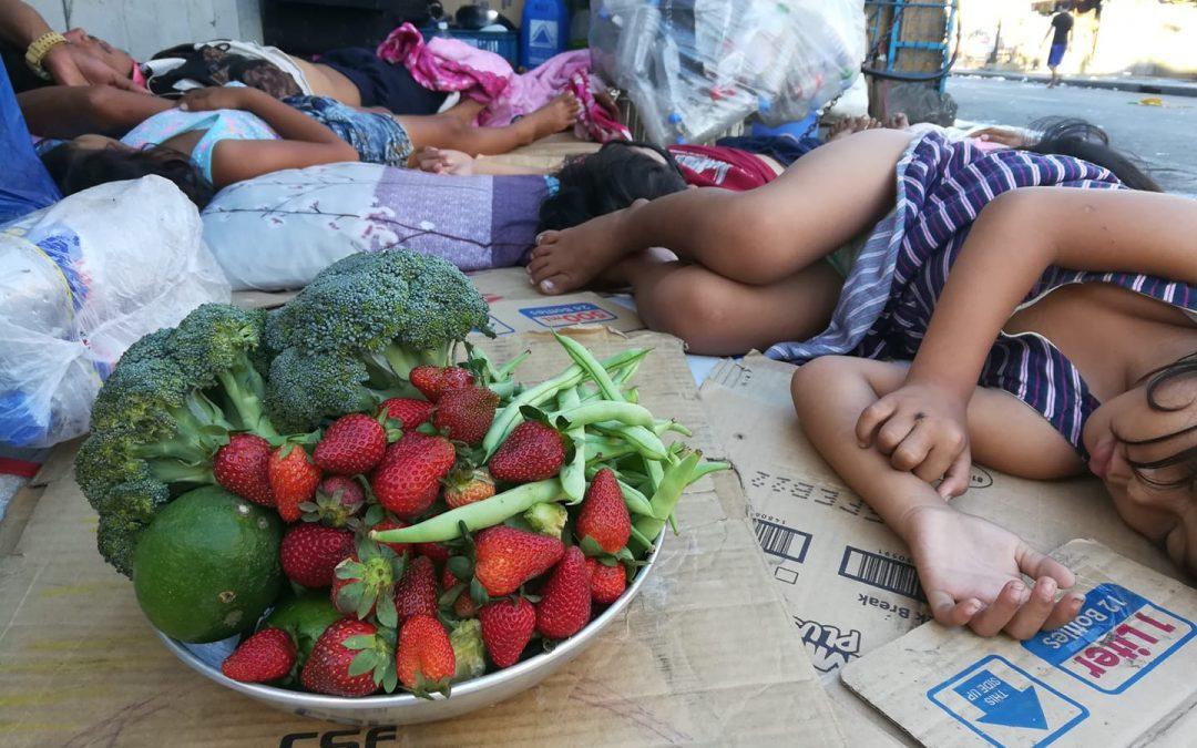 LOOK: Pinoy farmer leaves fruit, veggies to street kids