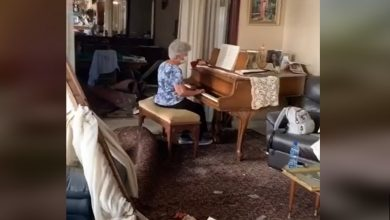 Photo of WATCH: Grandmother plays 'Auld Lang Syne' on piano amid debris of Beirut blast