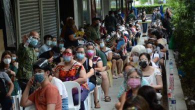 PFIZER ROLLOUT. Manila residents wait in line for the rollout of the Pfizer Covid-19 vaccine at the Manila Prince Hotel in Ermita on Tuesday (May 18, 2021). An initial 900 doses of the Pfizer vaccine are available so far. (PNA photo by Avito C. Dalan)
